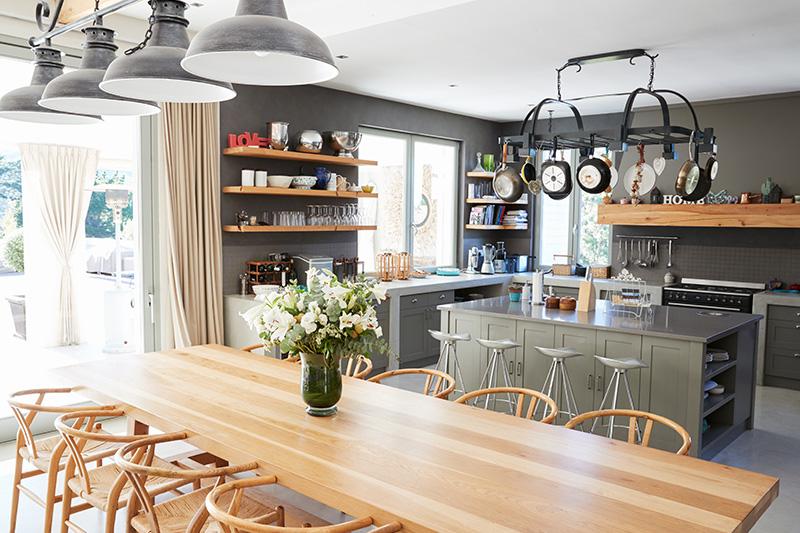 طراحی آشپزخانه باز برای کنترل بو؛ ایده ای جذاب در معماری