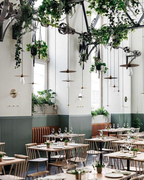 رستوران به سبک کلاسیک